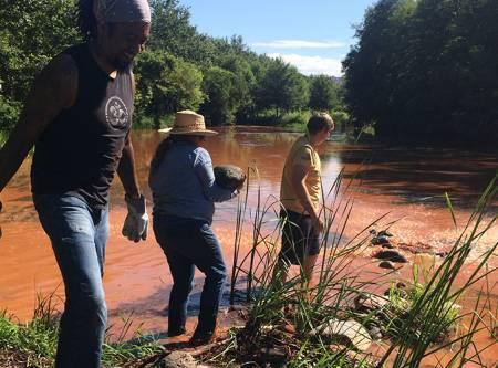 Friendsstaff-volunteers riverproject