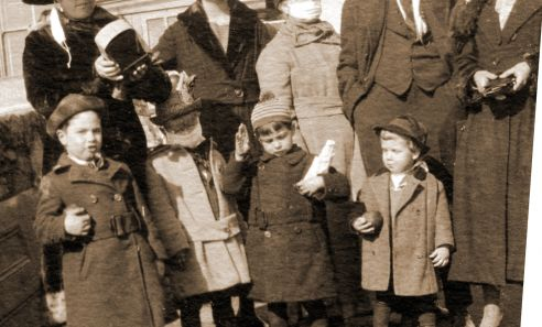 Jerome residents during the 1918 Spanish flu epidemic, wearing masks.