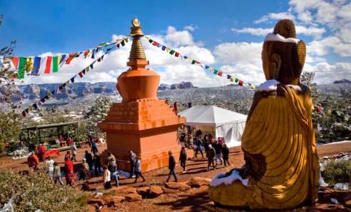 Stupa buddha snow